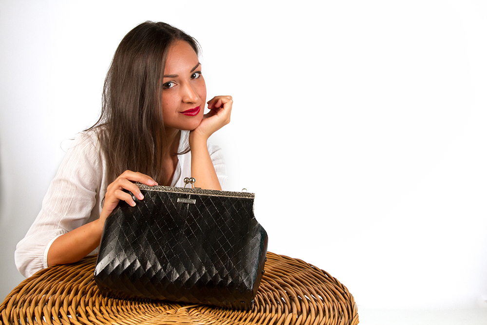 Fuscra wooden bag in black